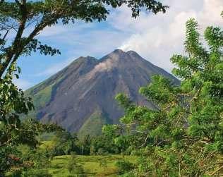 Caminata En El Volcán Arenal Y Aguas Termales
