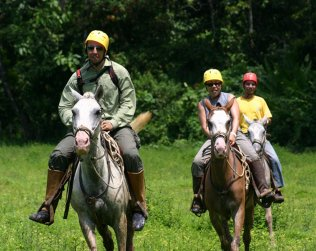 Cabalgata En Sarapiqui