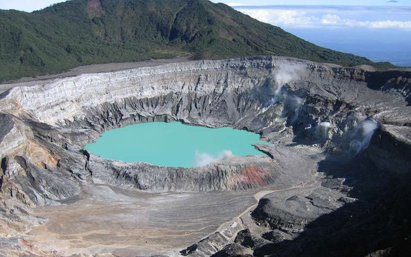 The Poás Volcano National Park is one of the most visited attractions of the country thanks to its proximity with the San José city.