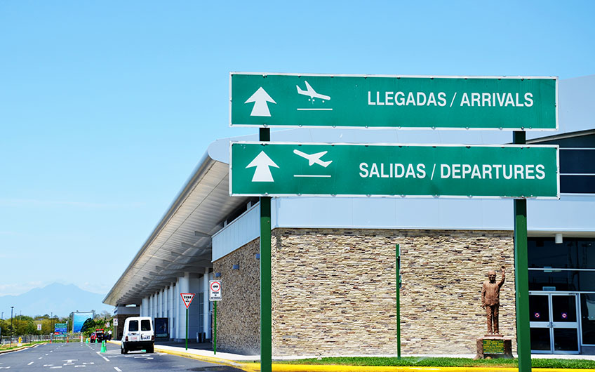 Signage for arrivals and departures at Daniel Oduber International Airport, located in Liberia, Guanacaste.