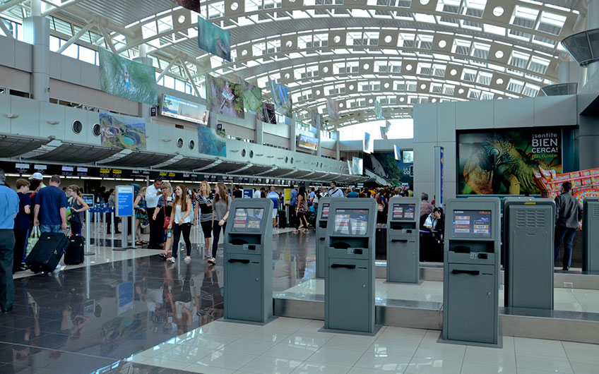 An image of the counters in the Juan Santamaria International Airport during a normal day with a good influx of tourists.