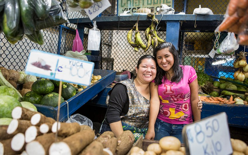 Costa Rica Culture: Pura Vida, Happy People in Central Market