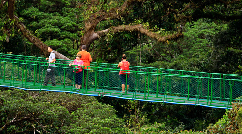 Classic Costa Rica Vacation Packages: visit Monteverde Cloud Forest Selvatura Hangings Bridges