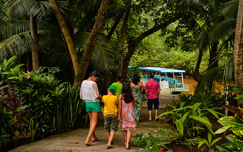 Costa Rica a Haven for Family Vacations river boat