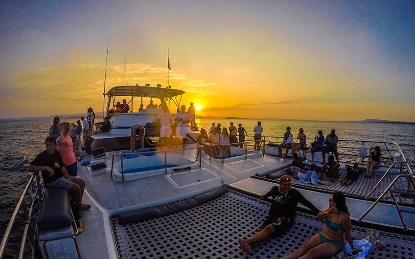 Why do you need to have vacations in Costa Rica Sunset Catamaran in Pacific Ocean