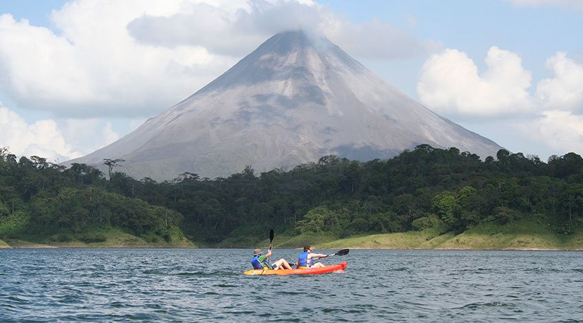 Costa Rica Tours: one-day activities to enjoy in Arenal: Kayaking in Arenal Lake