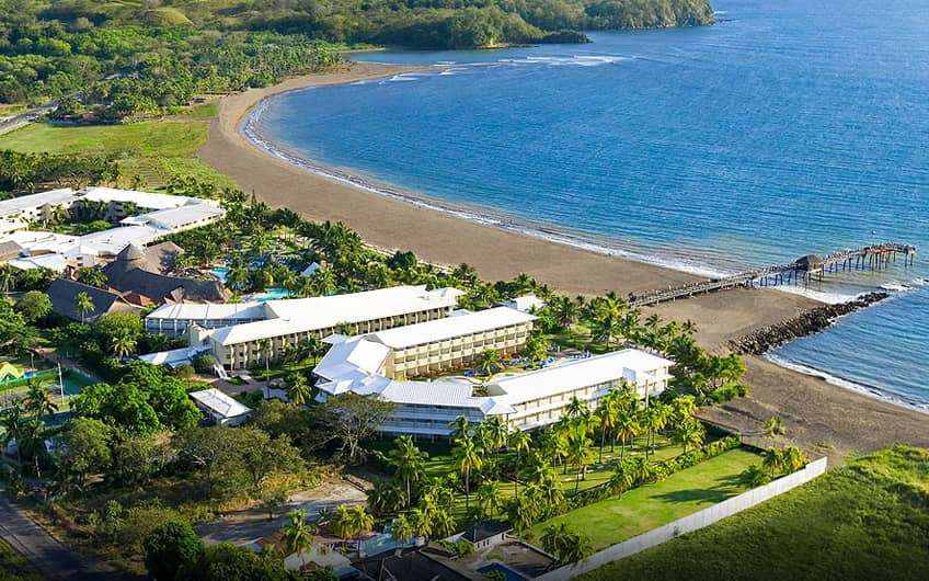 On a sprawling beachfront property lined with palm trees, this refined, all-inclusive resort is 11 km from the village of Puntarenas and 12 km from Catedral de Puntarenas.