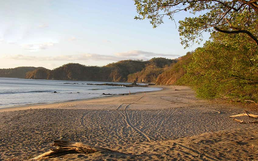 A picture of the isolated Tamarindo beach during the sunrise.