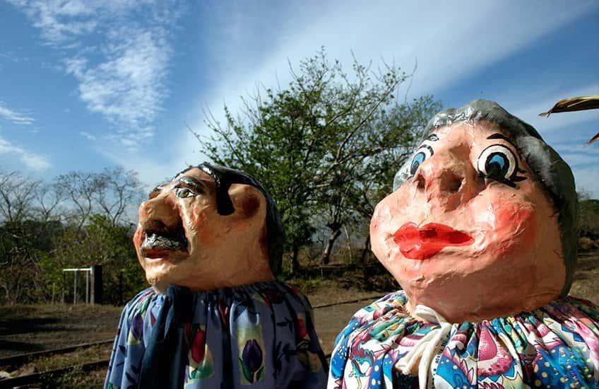 Maskeraden sind Teil der Kultur und der lokalen Tradition von San José. Ihre Farben und Designs machen sie selbst zu einer Attraktion.