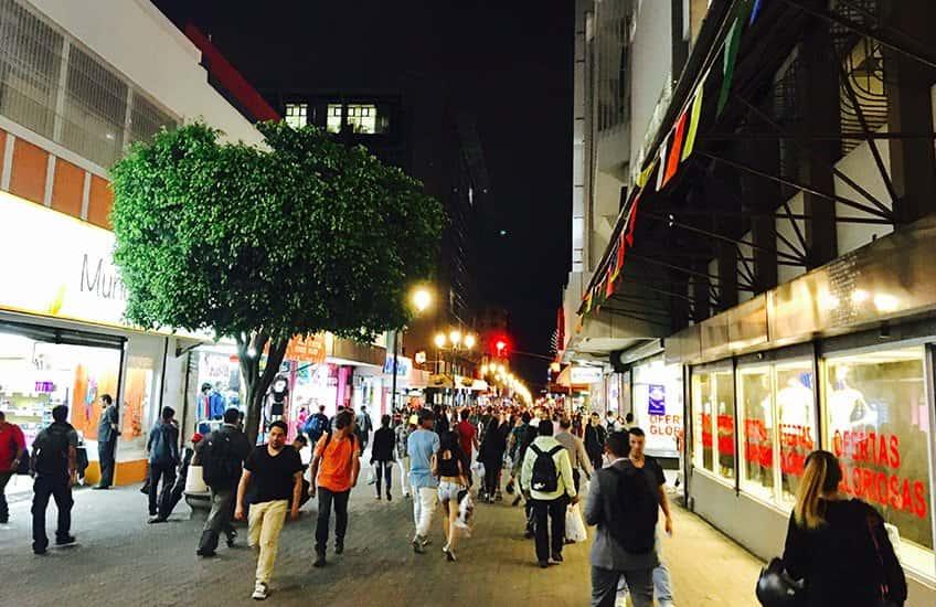 Das Nachtleben in San Jose Costa Rica ist lebhaft und unterhaltsam, denn es gibt zahlreiche Restaurants, Bars und Stadtführungen, die man genießen kann.