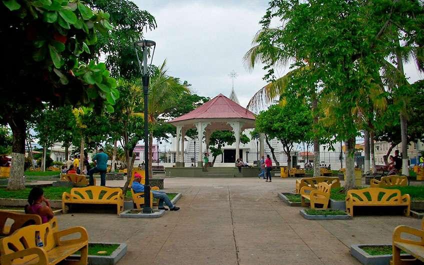 Der Park in Liberia Guanacaste Costa Rica hat den farbenfrohen und lebendigen Geist der Einheimischen und ist ein Ort zum Entspannen, Plaudern und um wunderschöne Fotos zu machen.