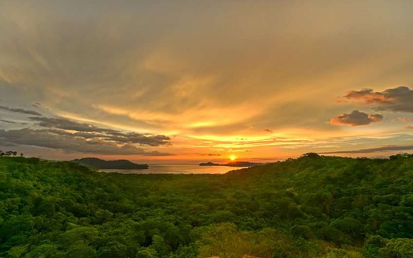 Temperature in Guanacaste Costa Rica is perfect at the time of the sunset, when it is possible to take pictures as beautiful as this one of the Nicoya Gulf.