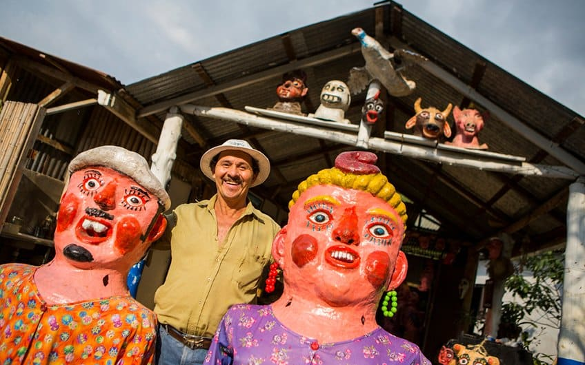 Costa Rica Culture: Peeplo happy and traditions
