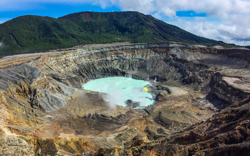 The Poas Volcano National Park is one of the Costa Rica top attractions to visit during vacations thanks to its proximity with the San Jose city.