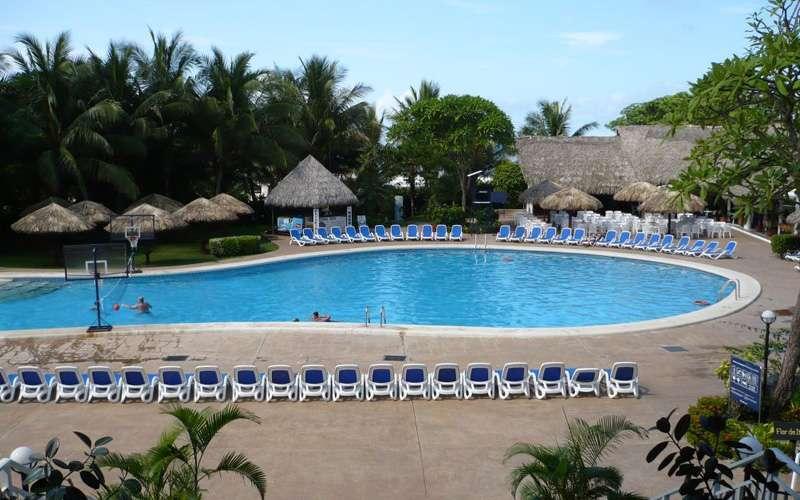 Featuring a beautiful setting on Playa Langosta
