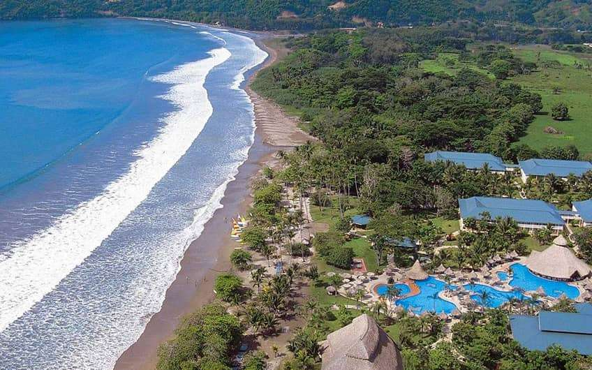 et in lush gardens overlooking Ballena Bay, this lively, all-inclusive beachfront resort is 12 km from Refugio Nacional Curú wildlife refuge.