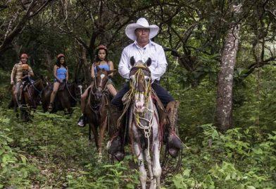 Horseback riding Fortuna Waterfall
