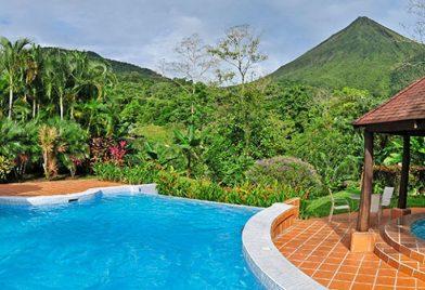 Hotel Lomas del Volcan pool